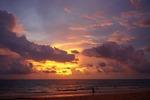 Закат солнца, пляж Карон, переливание цветов неба