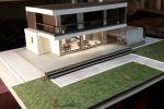макет малоэтажного жилого дома с интерьером