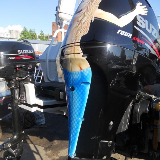 Аэрография на лодочном моторе Suzuki