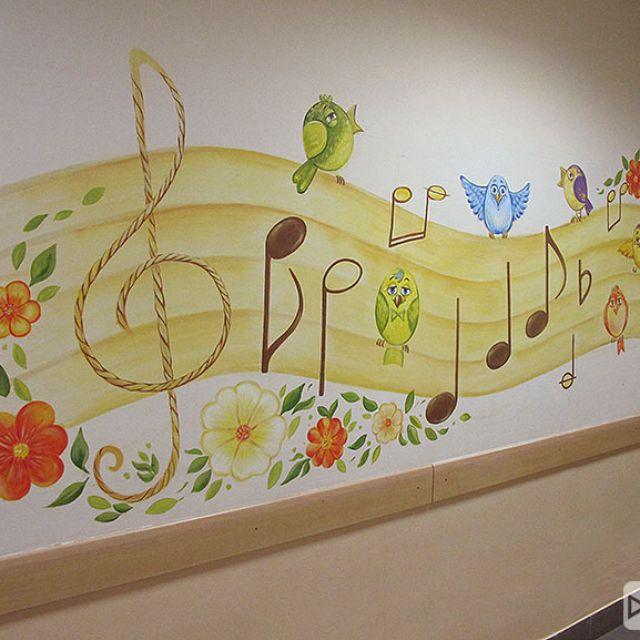 роспись стены в начальной школе