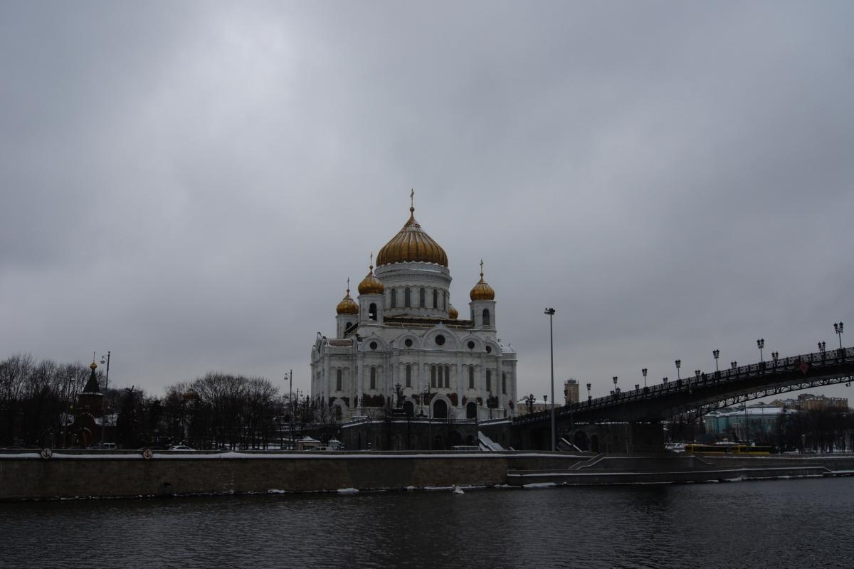 Храм слева