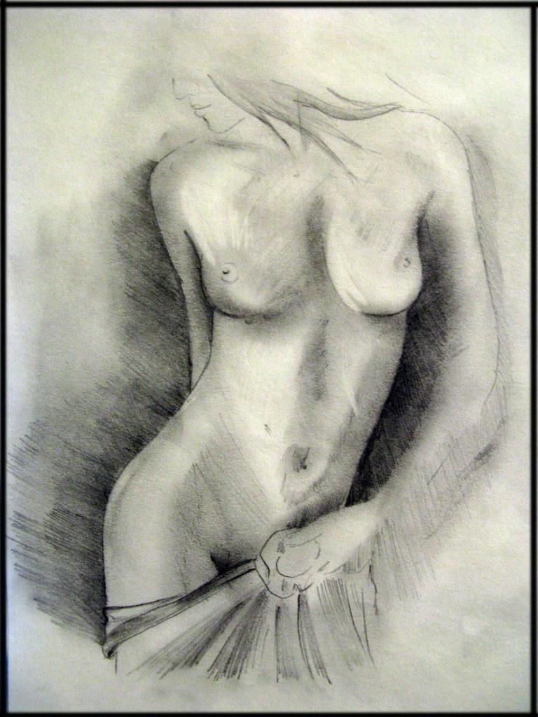 голая девушки в черных перчатках рисунок карандашом