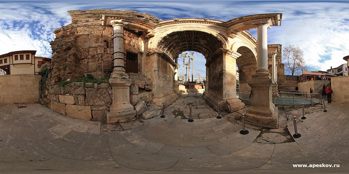 Архитектурная фотосъемка - ворота Адриана. Турция