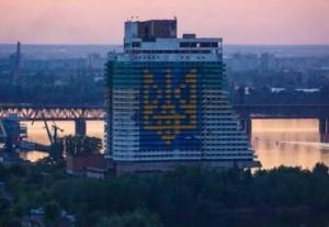 Герб Украины высотой в 16 этажей появился в Днепропетровске
