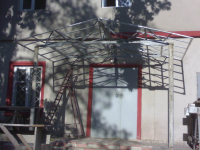 Дизайн и конструктив навеса над входом