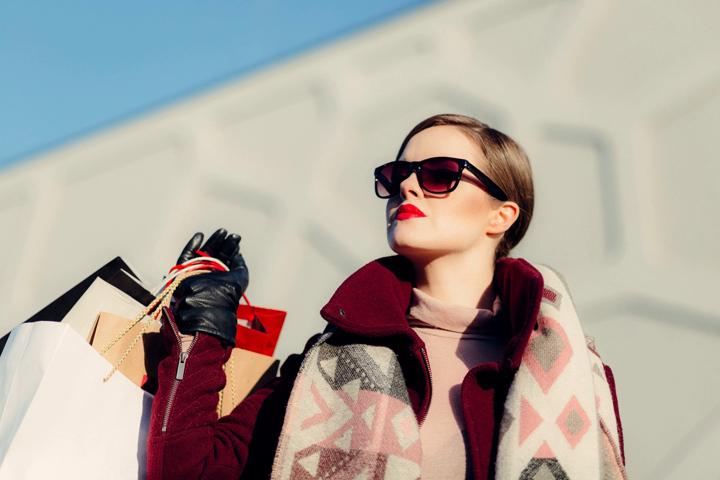 Оверсайз-свитер и юбка – модное комбо этой зимы