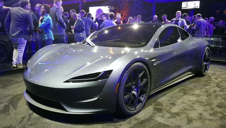 Tesla анонсировала абсолютно безопасного автопилота
