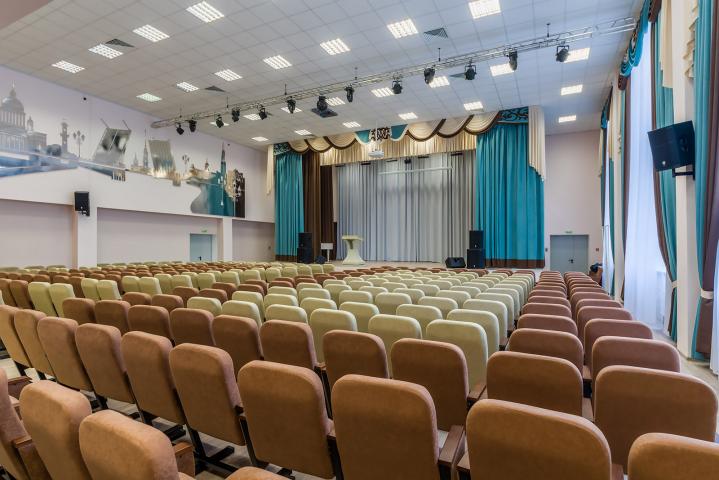 Актовый зал в питерской школе